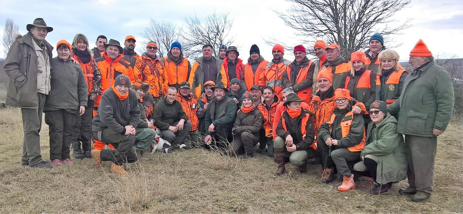 Bili smo u akciji s lovkinjama na terenima kod Ervenika: dame praše k'o momci, samo kobasice ne vade…