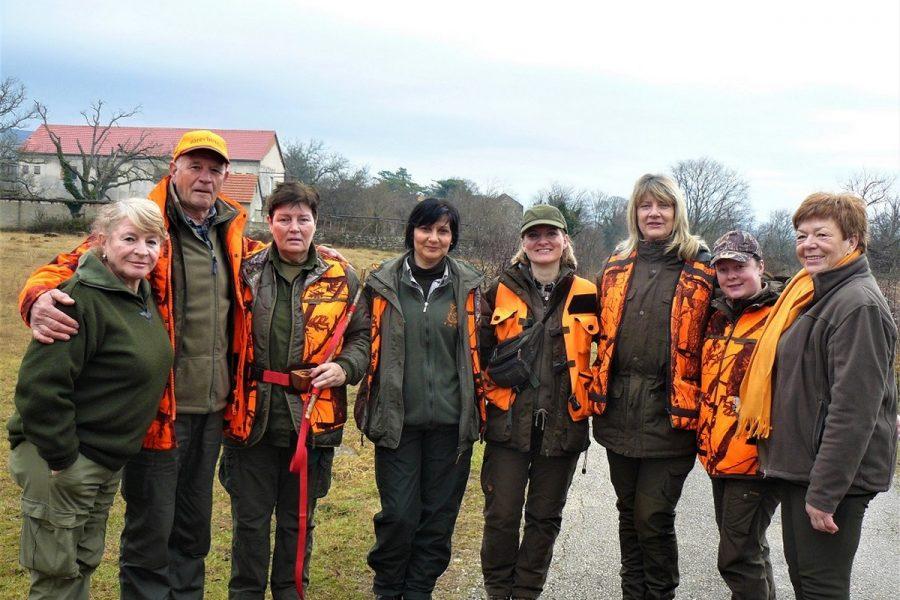 Udruga lovkinja Dama dama u Novogodišnjem lovu u Bukovici
